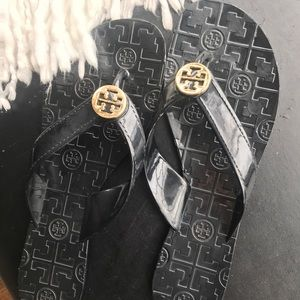 LIKE NEW jelly thora tory burch black flip flops